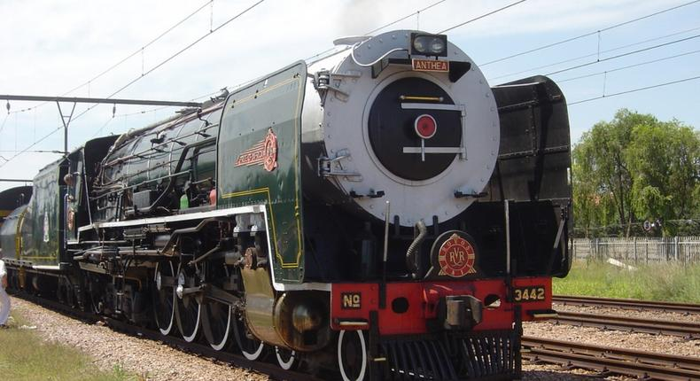 A trip aboard Rovos train, the second most luxurious train in the world, that crosses 5 African countries