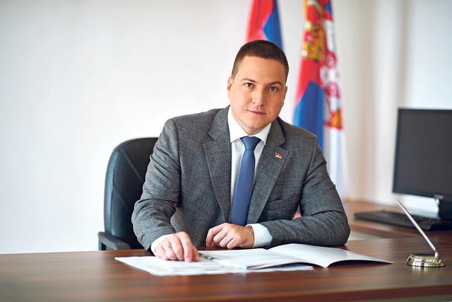Miistar prosvete Branko Ružić
