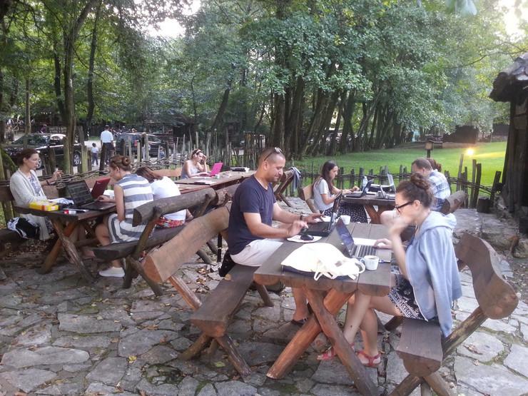 Loznica03 prevodioci proucavaju srpsku kulturu studenti u trsicu foto s.pajic