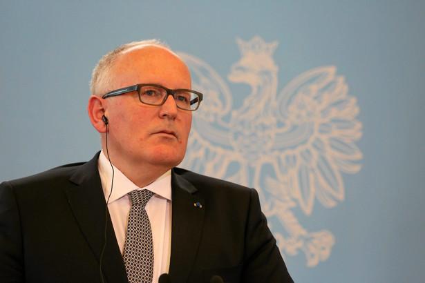 Przypomniał, że w zaleceniach, jakie dla polskich władz wydała w lipcu KE wskazano, że trzech wybranych legalnie przez poprzedni Sejm sędziów nie ma możliwości pełnienia funkcji.