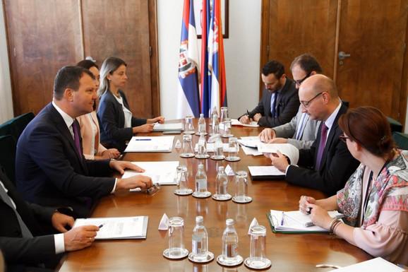 Mirović i Mondoloni tokom današnjeg sastanka
