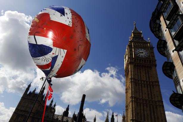 Spadek popularności torysów jest związany z końcem Brytanii jako imperium.