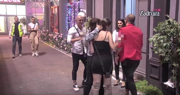 Lea Šekarić i Rade Lazić se ljube tokom žurke