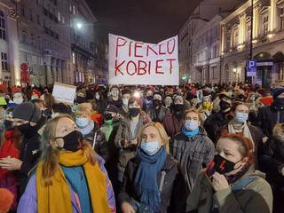 PiS wychodzi z własną rezolucją w sprawie aborcji. Przed Parlamentem Europejskim ma odbyć się demonstracja