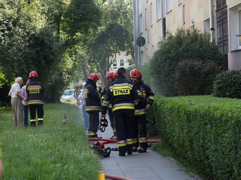 Pożar przy Krzemienieckiej w Łodzi. Ogień wybuchł w piwnicy
