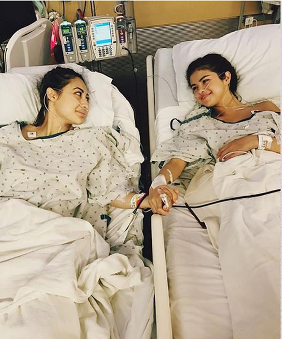 Selena Gomez sa prijateljicom nakon operacije bubrega
