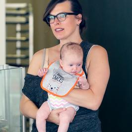 Naturalna Milla Jovovich z córeczką