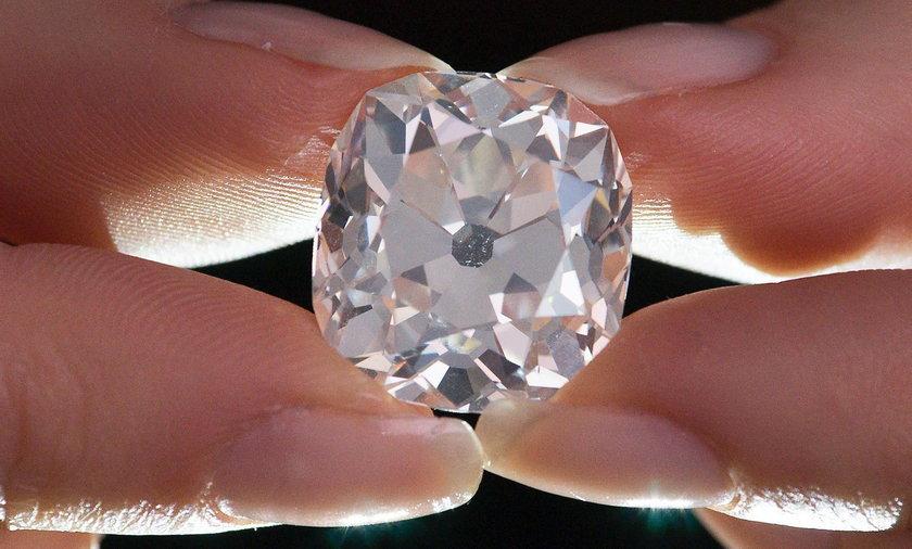 Kupiła diament na garażowej wyprzedaży