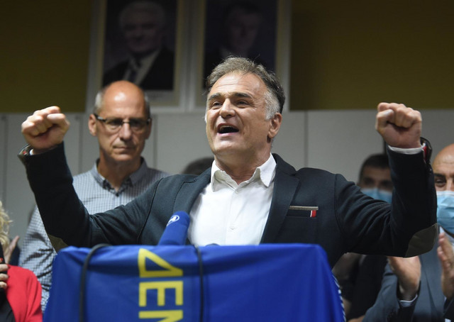Druga struja u DS predvođena Branislavom Lečićem smatra da Lutovac nema ni legitimitet ni legalitet