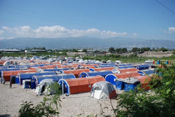 Miasteczko namiotowe na Haiti