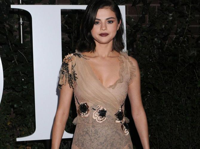 Selena je postala PLAVUŠA: A u ovoj crnoj kožnoj haljini pokazala je koliko je ZGODNA!