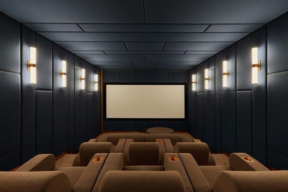 Zmienili pomieszczenie na węgiel w domowe kino. Jest piękne!