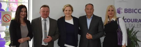 Prof. Vesna Damnjanović (u sredini)