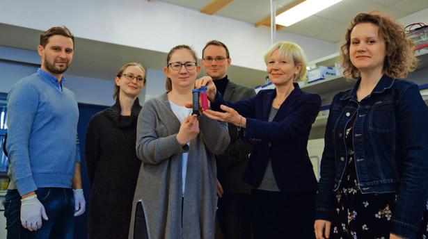 Naukowcy z SGGW: dr Sławomir Jaworski, dr Anna Hotowy, dr Marta Grodzik, dr Mateusz Wierzbicki, prof. Ewa Sawosz Chwalibóg, dr Marta Kutwin