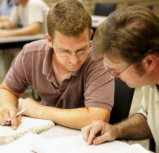 Uścisk ręki zamiast dyplomu. Nowe przepisy o dokumentach publicznych kłopotliwe dla uczelni