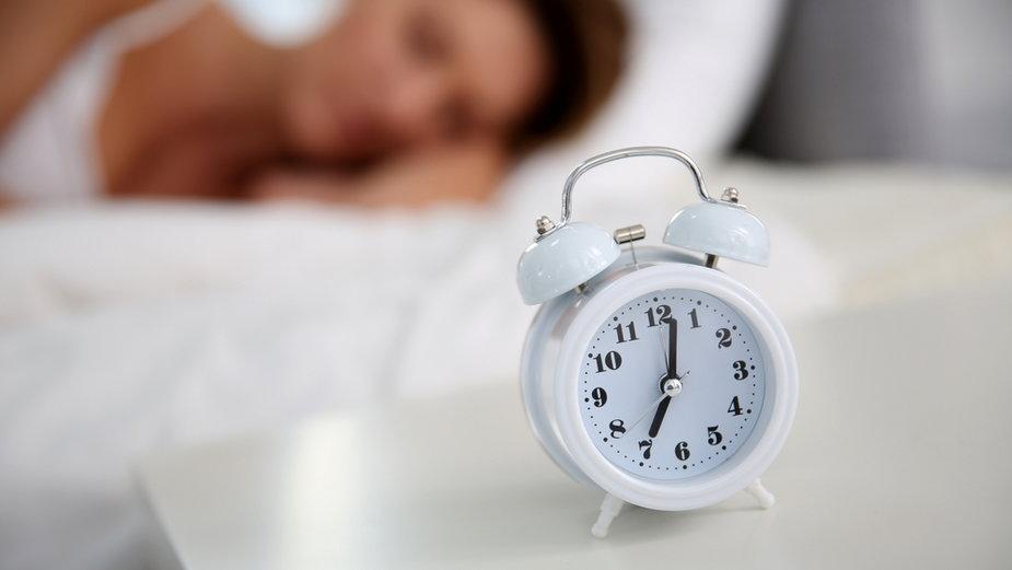 Zbyt krótki sen w średnim wieku wiąże się z podwyższonym ryzykiem wystąpienia demencji