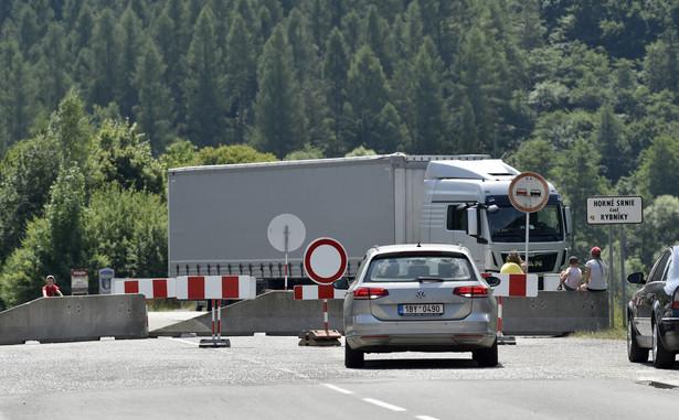Słowacja zamknęła większość małych, służących głównie lokalnym mieszkańcom przejść granicznych z Austrią, Węgrami i Polską.