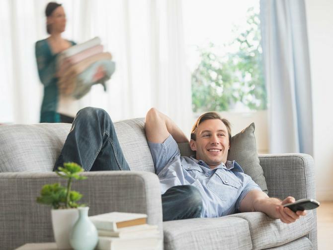 DRAGA RADO: Pre dve godine sam zamolila muža da uradi ove kućne poslove - dan-danas čekam da ustane sa kauča