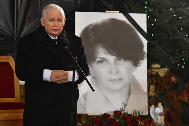 Jarosław Kaczyński podczas mszy w Starachowicach