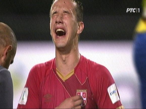 Suze Vukašina Jovanovića posle finala 2015. kada je Srbija postala prvak sveta u fudbalu u kategoriji omladinaca