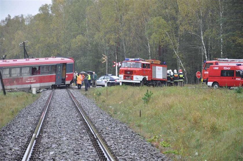 wypadek, pociąg, szynobus, cement, ciężarówka
