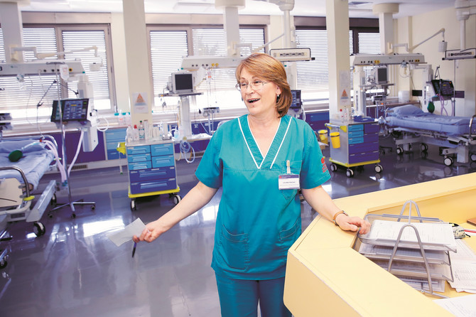 """Ljiljani Peković, glavnoj sestri Klinike za anesteziju i intenzivno lečenje, koja 38 godina radi na """"Dedinju"""", ni svakodnevni rad s najtežim pacijentima nije uspeo da izbriše osmeh s lica"""