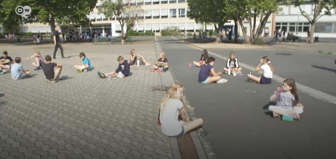 Đaci na užini u školi u Bonu