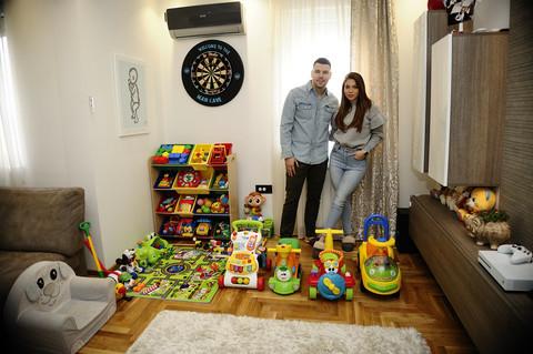 """Luksuzni stan na Voždovcu: Ovde živi popularni par iz """"Zvezda Granda""""! VIDEO"""