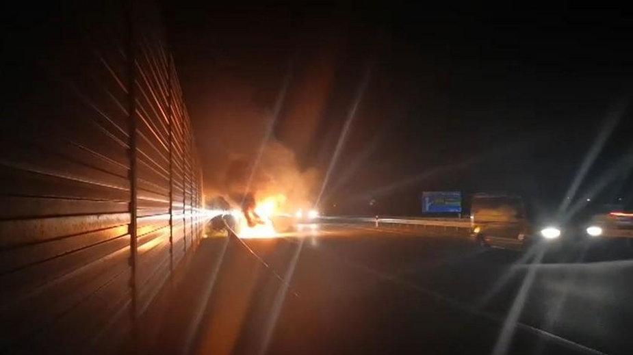 Pożar samochodu na A2