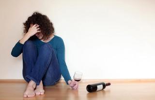 Nie pij, bo przytyjesz - tak PiS chce zniechęcić kobiety do picia