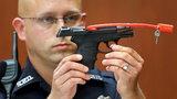 Morderca sprzedaje broń na aukcji