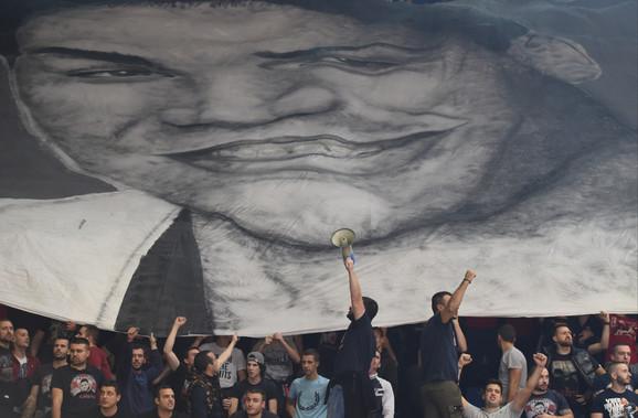 Lik Marka Ivkovića na transparentu navijača Zvezde