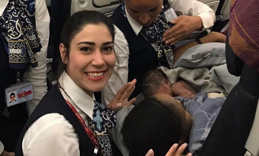 Pasażerka urodziła na pokładzie samolotu