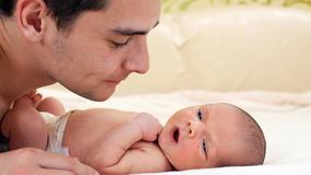 Mężczyzna może być smutny, kiedy urodzi mu się dziecko