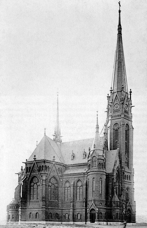 Kościół Marcina Lutra. Licząca ponad 90 metrów najwyższa budowla Breslau. W czasie oblężenia w 1945 roku Niemcy zburzyli go wraz z dzielnicą akademicką, by zbudować bezużyteczne, jak się później okazało, lotnisko na pl. Grunwaldzkim