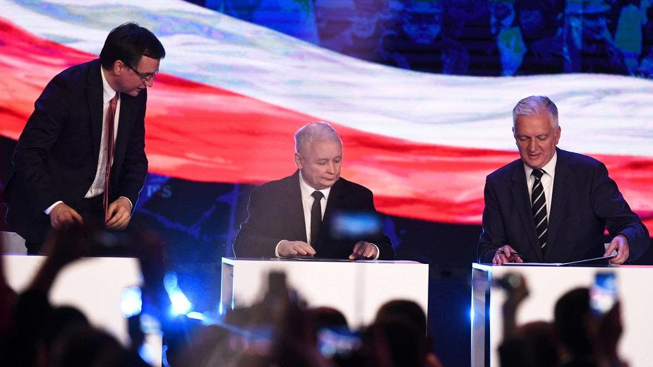 Zbigniew Ziobro, Jarosław Kaczyński i Jarosław Gowin podczas konwencji wyborczej PiS (02.09.2018)