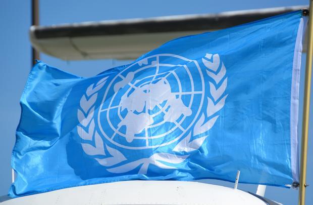 Według wielu zwolenników płaskiej Ziemi, flaga ONZ jest dowodem na ogólnoświatowy spisek