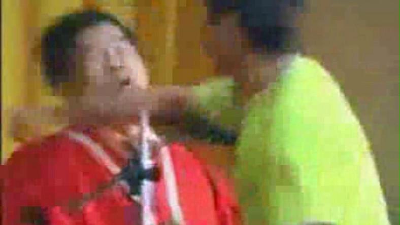 Student rozbił nos swojemu dziekanowi.