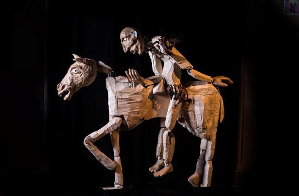 """Don Kichot"" w reż. Adama Walnego na scenie Teatru Lalka, fot. Marta Ankiersztejn"