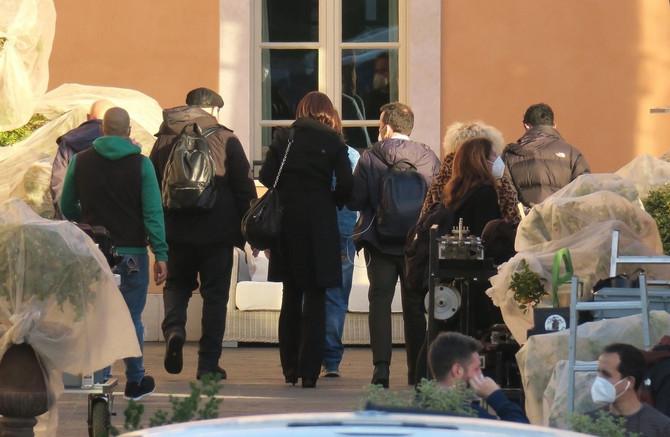 Monika Beluči na snimanju filma u Italiji
