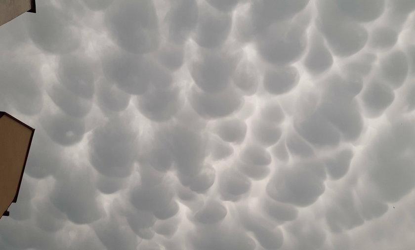 Chmury nad Warszawą.