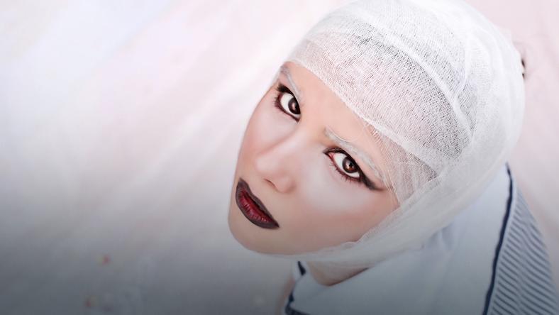 Zamiast operacji plastycznej... psychiatra