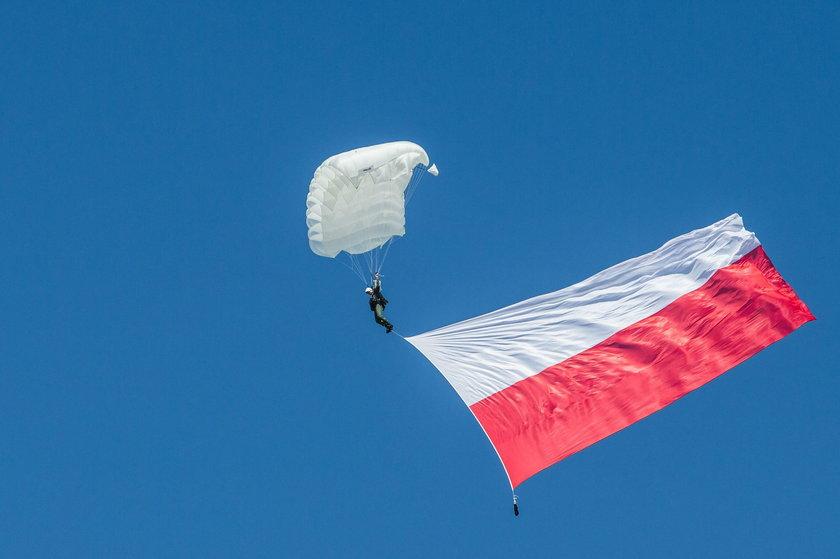 Oficjalne uroczystości i lotnicze pokazy podczas Święta Lotnictwa Polskiego na Krzesinach