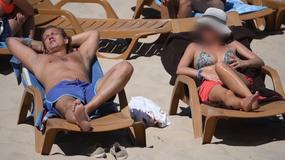 Jakimowicz z tajemniczą dziewczyną na plaży