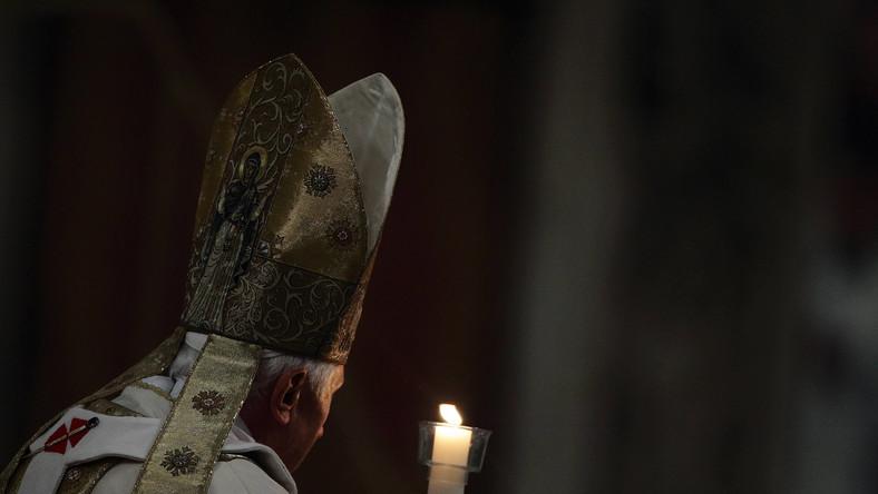 Benedykt XVI, właśc. Joseph Ratzinger – niemiecki duchowny rzymskokatolicki, w latach 1977–2005 kardynał, w latach 1981–2005 prefekt Kongregacji Nauki Wiary, w latach 2002–2005 dziekan Kolegium Kardynalskiego.