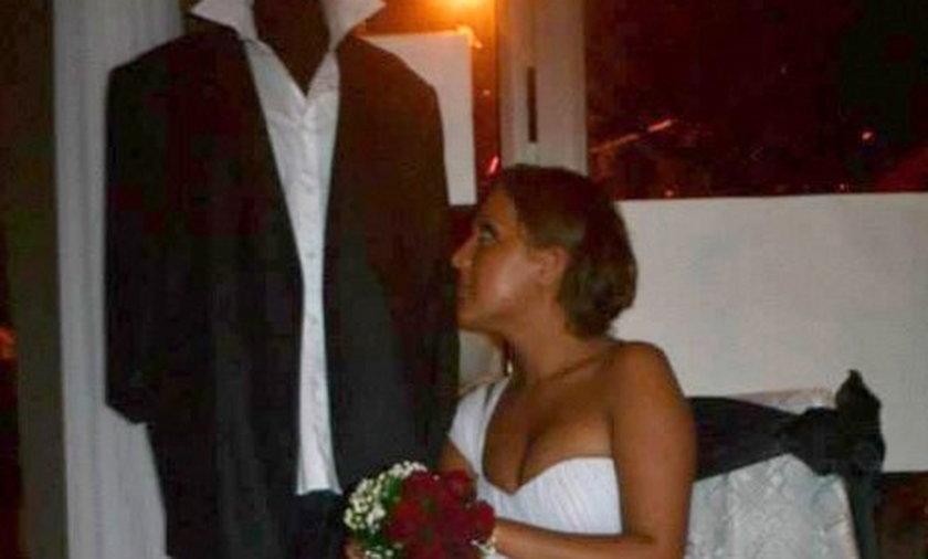 Narzeczony umarł, poślubiła manekina
