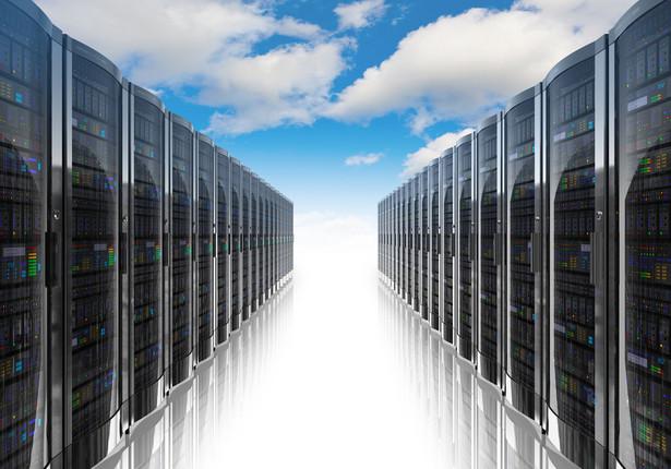 Przestrzeń dyskowa w architekturze object storage służy przechowywaniu w chmurze i pozwala na udostępnienie zasobów za pośrednictwem Internetu oraz płacenie tylko za wykorzystane zasoby, bez limitu rozmiaru i czasu.