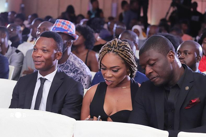 Shatta Michy (middle) at the Ghana Football Awards