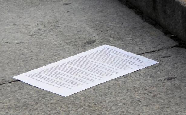 """Lider partii Teraz! Ryszard Petru poinformował w środę, że wysłał list do Jarosława Kaczyńskiego, w którym wnosi do niego o opublikowanie """"wszelkich dokumentów"""" związanych z budową dwóch wieżowców w Warszawie."""