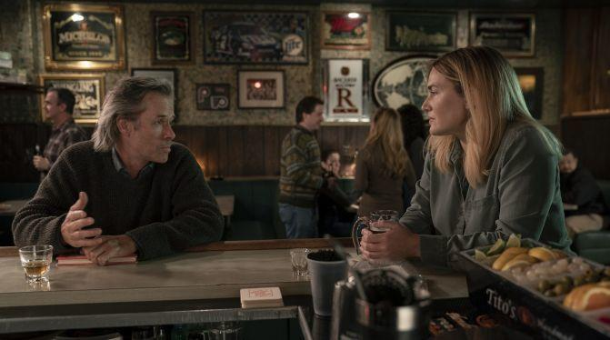Guy Pearce és Kate Winslet (Fotó: HBO)